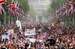 pb-110429-royal-wedding-crowd-photoblog900