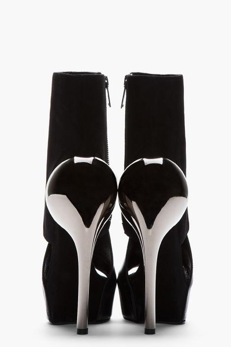 Accent-Heel-Boots-Gareth-Pugh-04