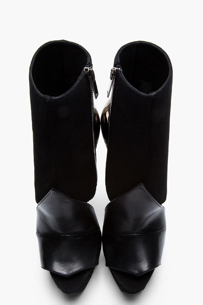 Accent-Heel-Boots-Gareth-Pugh-05