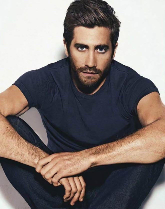 Jake-Gyllenhaal-GQ-Australia-November-2013-03-934x1183